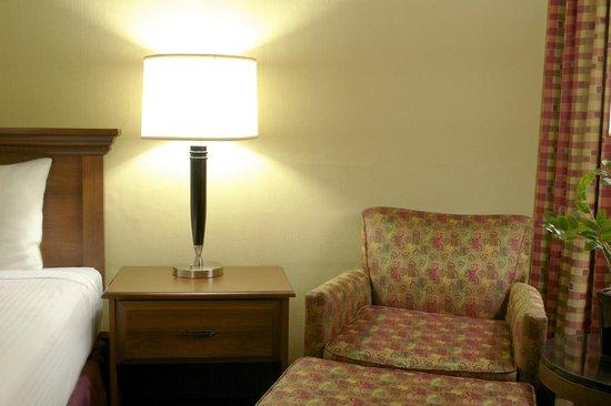 West Gate Inn Nyack : Standard King Bed Sitting Area