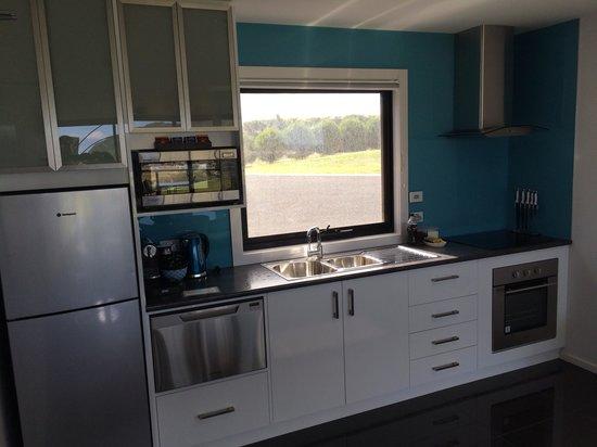 Horizon Deluxe Apartments: Studio kitchen