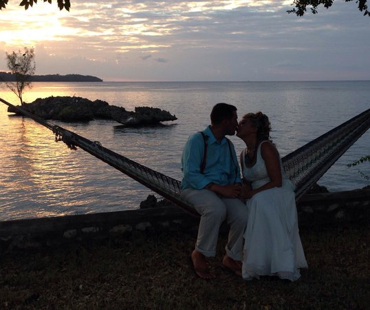 Rhodes Beach Resort Negril : Happy couple