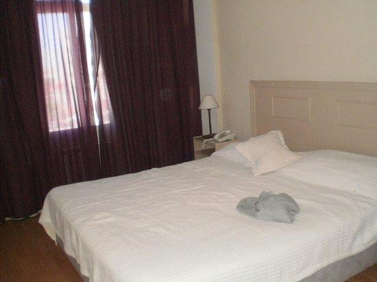 Hotel Golf Internacional : Parte de la habitación.