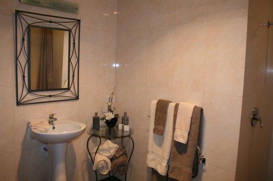 Lexington Park Cottages: Cherry Cottage Bathroom