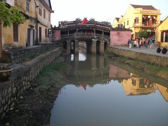 Asia Tour Advisor - Private Day Tours : Japanese Bridge at Hoi An