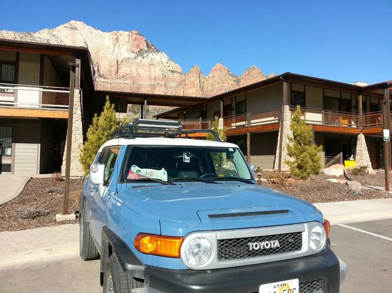 La Quinta Inn & Suites at Zion Park / Springdale: View of one of the units from parking lot