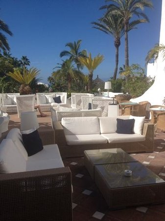 Hotel Jardin Tropical: lovely chillout area