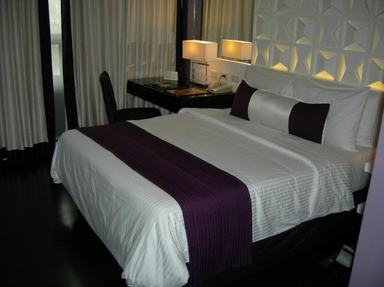 The Bayleaf Intramuros : Queen size bed