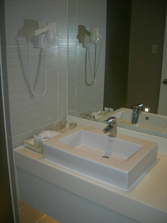 The Bayleaf : Wash basin, toiletries and hair dryer
