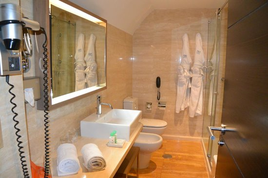 Nice size bath and decor - Picture of NH Collection Palacio de Tepa ...