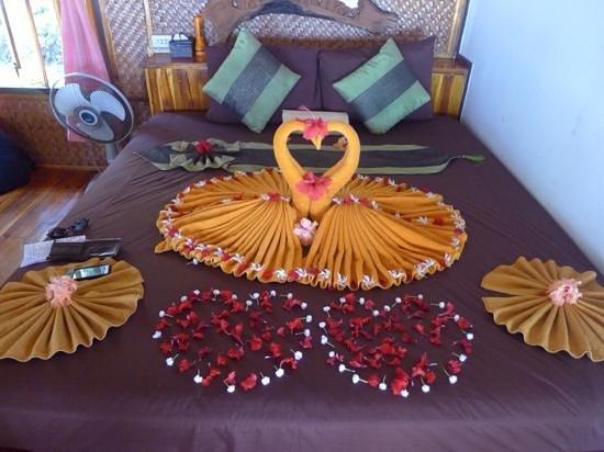 Phi Phi Relax Beach Resort: our honeymoon bed