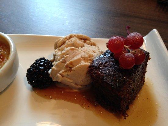 The Folly Inn: Salted caramel ice cream and chocolate cake