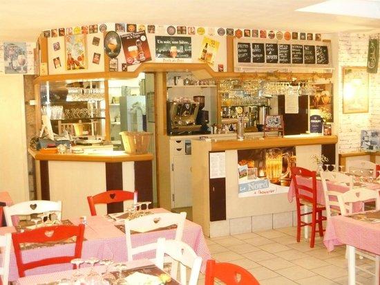 Restaurant Epicerie La Chicorée : le bar vu de l entrée