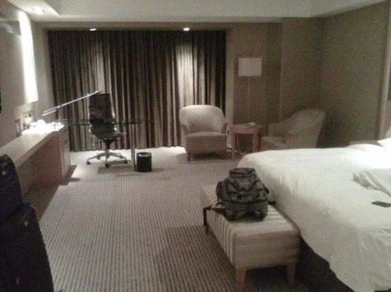 Kempinski Hotel Dalian: Mesa de trabalho completa