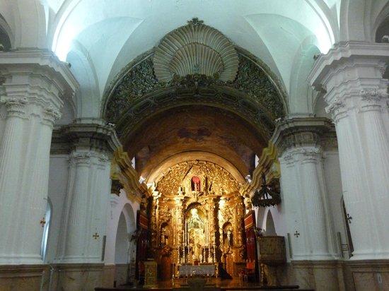 Parroquia de Santa María de África: Nave Central