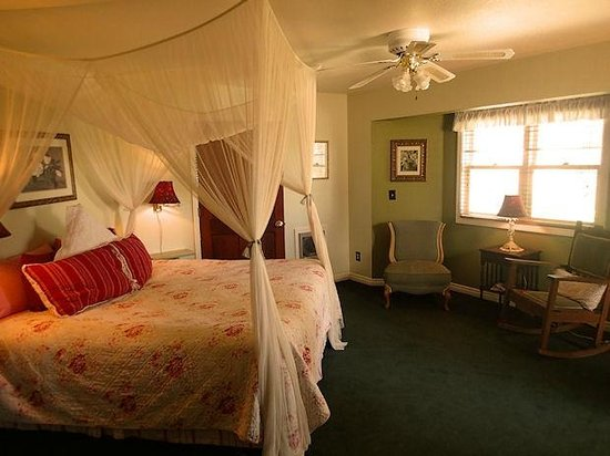 The Bidwell House B&B Inn: Meadow View Room