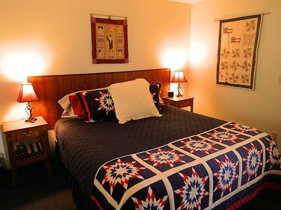 The Bidwell House B&B Inn: Old Glory Room
