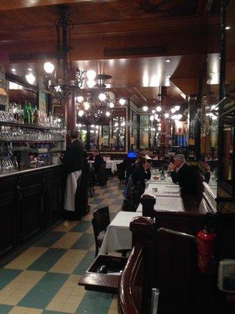 Brasserie Lipp : restaurante parte de adelante