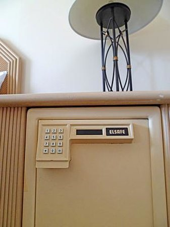 Pacific Beach Hotel: Safe with digital combo lock