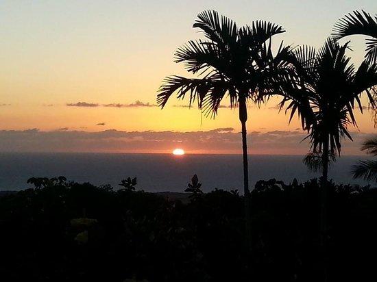 Hawaiian Oasis B&B: Sunset from the Aloha Suite lanai