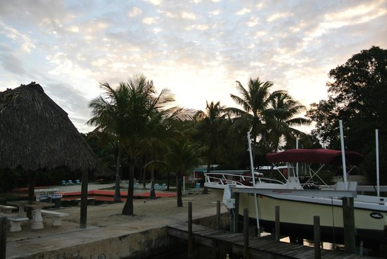 Rock Reef Resort: Fishing dock view