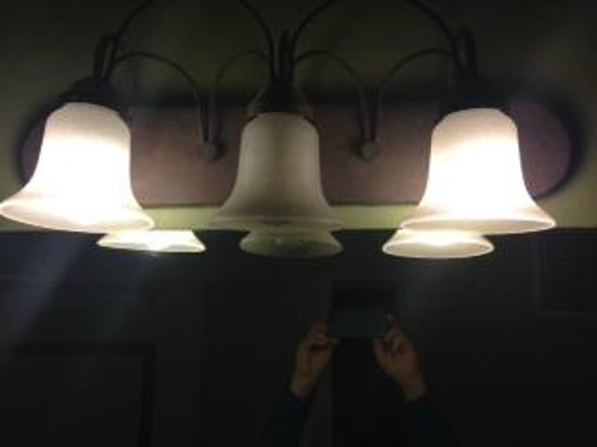Lodge on the Desert: light bulb burned out in only light fixture in bathroom