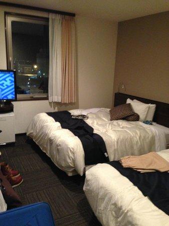 Aomori Center Hotel: トリプル利用(映ってませんがもう1台手前にベットがあります)
