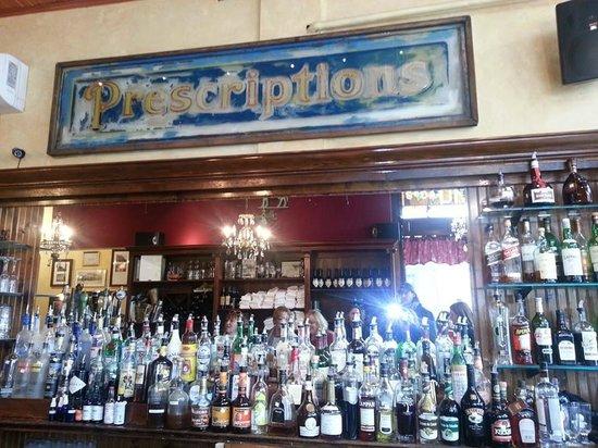 Tarrant's Cafe: Bar