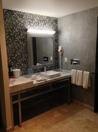 Holiday Inn Express & Suites Queretaro: Lavamanos