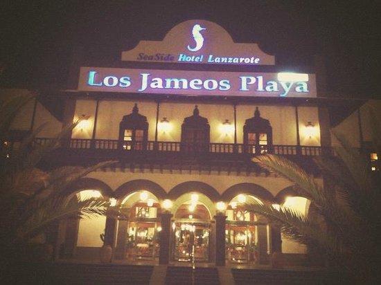 Seaside Los Jameos Playa : devant de l'hôtel