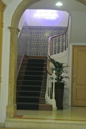 Residencial Florescente : Entrance way and stairs leading up (there is also an elevator)