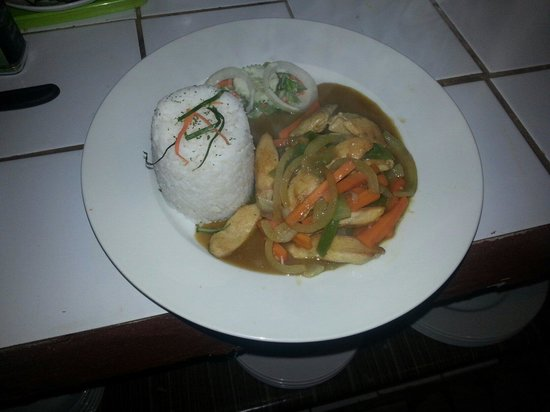 Chicken in green curry sauce