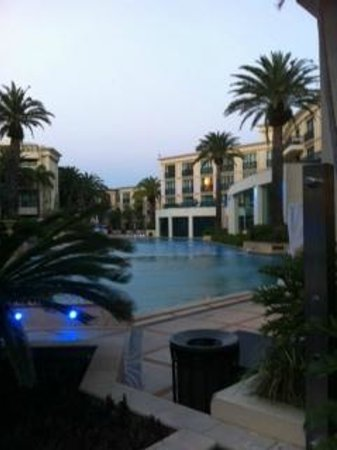 Palazzo Versace: Sunset by the pool