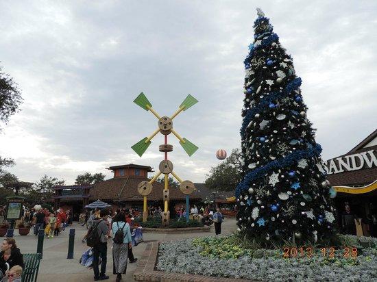 Disney Springs: クリスマスツリー