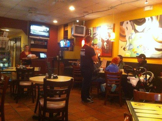 Joseph's Italian Restaurant: Cozy interior.