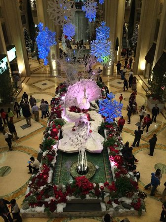 Christmas decor in lobby area picture of the palazzo for When does las vegas decorate for christmas