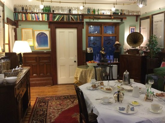 Laurel Villa : The breakfast room.