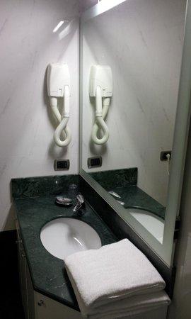 Residence La Repubblica: Bom Banheiro