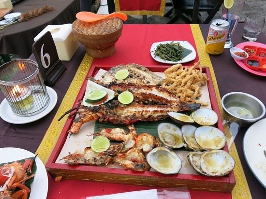 Jimbaran Bay: 100 quid meal, that you couldnt eat!!