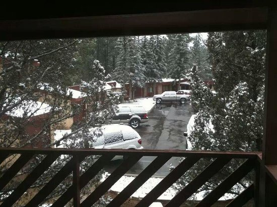 West Winds Lodge: snow...