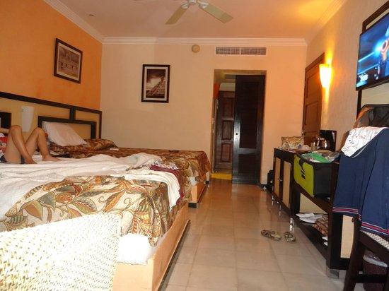 Sandos Playacar Beach Resort: Habitacion frente al mar , muy comoda