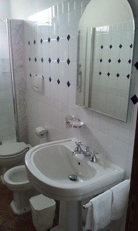 B&B Sant'Angelo 42: Banheiro grande