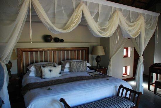 Imbali Safari Lodge : Room 1 - big bed!