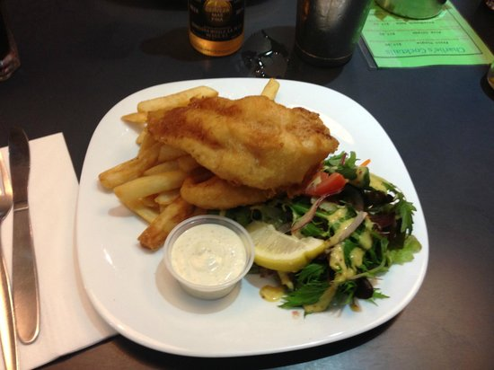 Charlie's Cafe & Bar: Fish and Chips