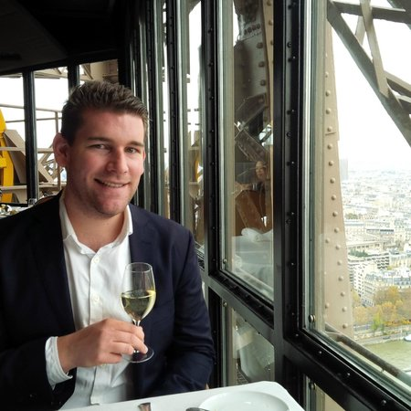 Le Jules Verne: Table with a view