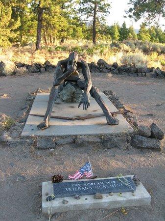 Living Memorial Sculpture Garden : korean war memorial