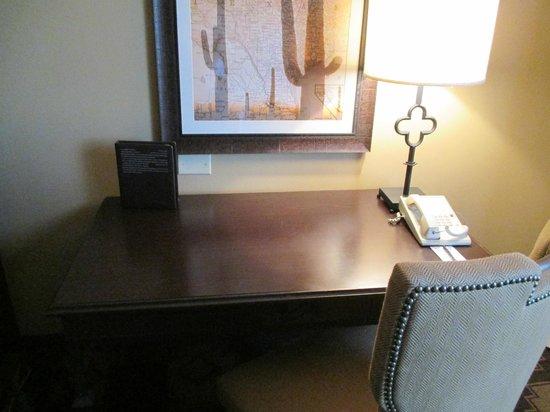 Omni San Antonio Hotel: Desk