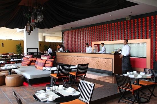 lebua at State Tower: breakfast @ m-floor