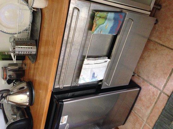Cape View Guesthouse Byron Bay: Fingerprints on all appliances