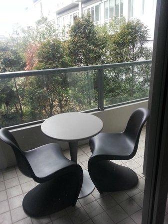 Quay West Suites Melbourne: balcony area