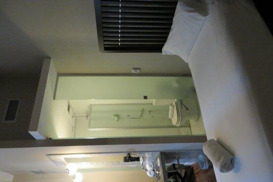 Hotel Patios De San Telmo : One bed very close to bathroom