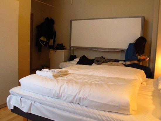 AMI Hotel Tromso: 套房(有衛浴),床板可降下變成上下鋪