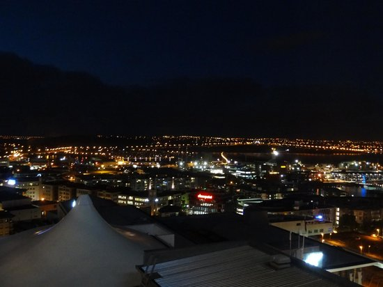 Rydges Auckland: night view of Waitamata Harbor, just outstanding
